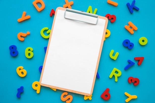 Prancheta em letras e números