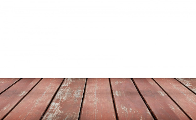 Prateleira de madeira velha marrom vazia isolada no fundo branco. montagem do seu produto