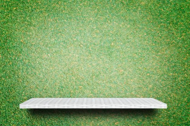 Prateleira de tecelagem vazia no fundo da grama verde