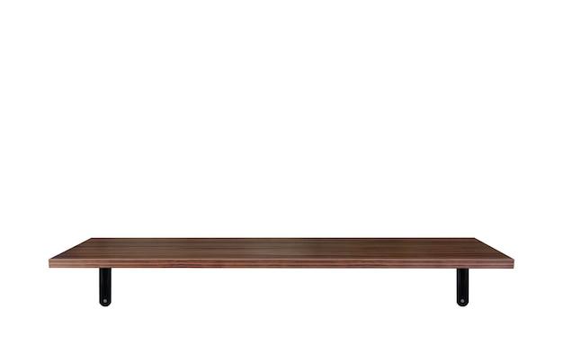 Prateleiras de madeira marrons vazias isoladas no fundo branco com traçado de recorte.