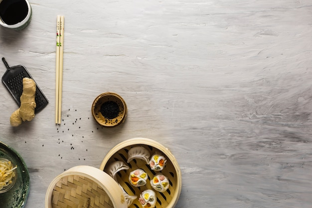 Prato asiático e sementes de papoula