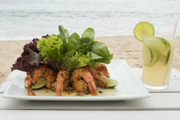 Prato brasileiro de camarão