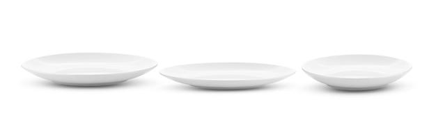 Prato cerâmico branco vazio isolado na superfície branca