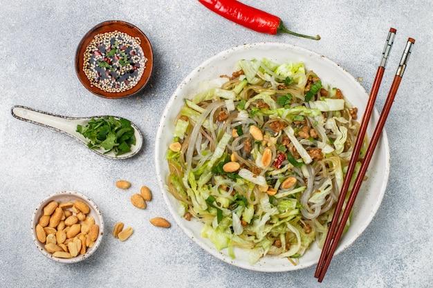 Prato chinês de macarrão de vidro de amido