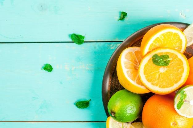 Prato com frutas cítricas