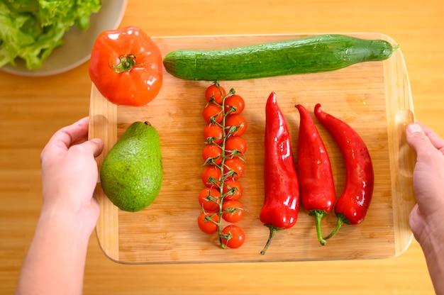 Prato com kapia pimenta e tomate