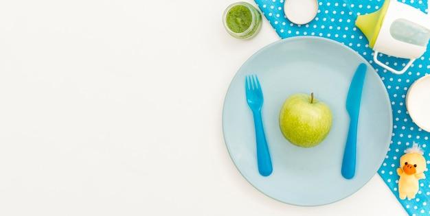 Prato com maçã