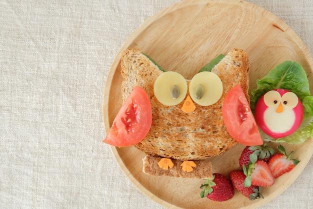 Prato de almoço de coruja vermelha, divertido arte de comida para crianças