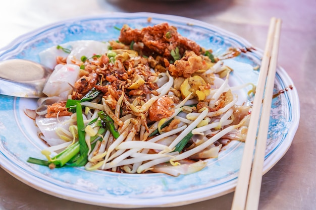 Prato de aperitivo de comida de rua tradicional tailandesa