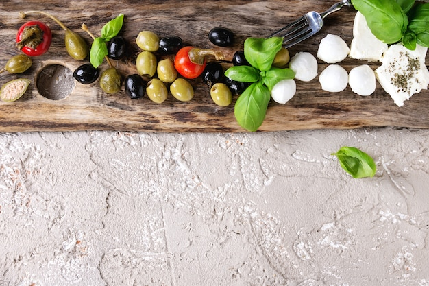 Prato de aperitivo mediterrâneo