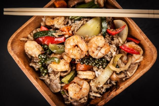 Prato de arroz camarão