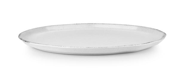 Prato de cerâmica vazio isolado no fundo branco