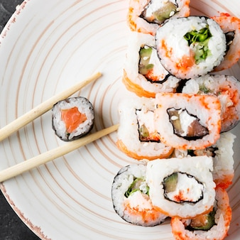 Prato de close-up com delicioso sushi