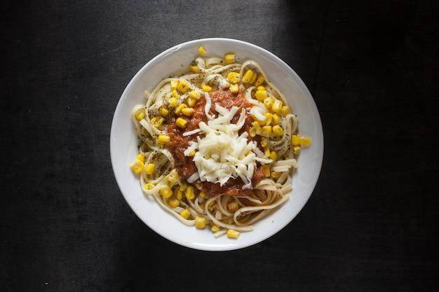 Prato de delicioso espaguete à bolonhesa