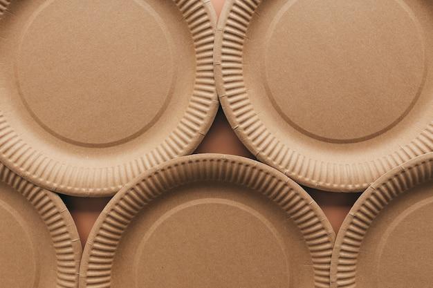 Prato de embalagem de papel kraft amigo do ambiente, recipientes para comida take-away. resíduos zero e conceito de reciclagem. foto de alta qualidade