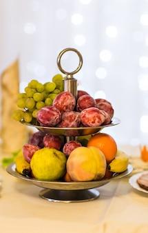 Prato de frutas frescas