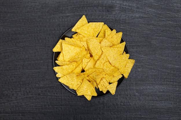 Prato de nachos crocantes