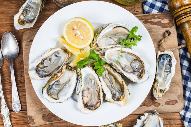 Prato de ostras assadas