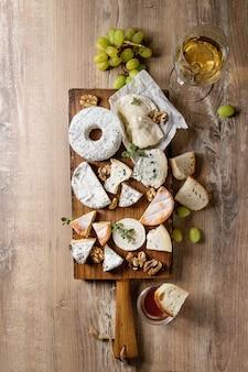 Prato de queijo com mel