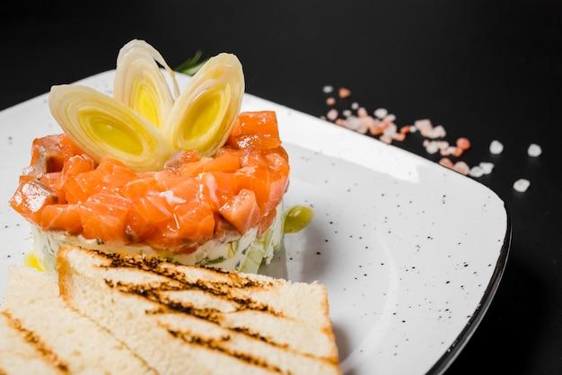 Prato de salmão delicioso gourmet close-up