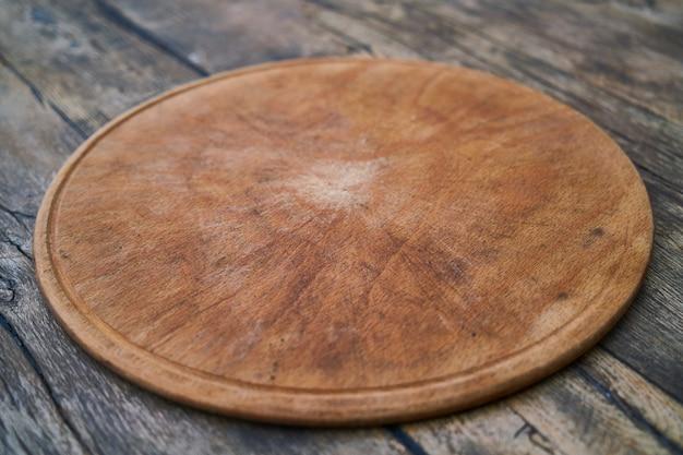 Prato de servir pizza de madeira