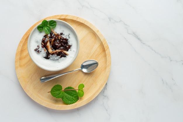 Prato de sobremesa doce de feijão preto