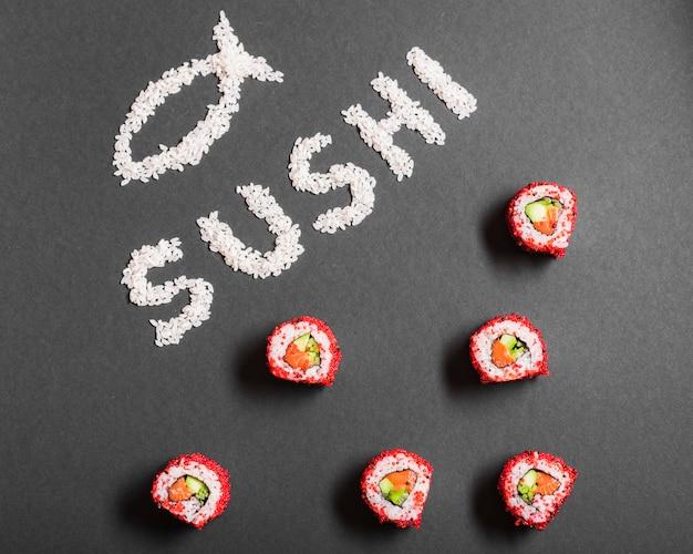 Prato de sushi no restaurante asiático