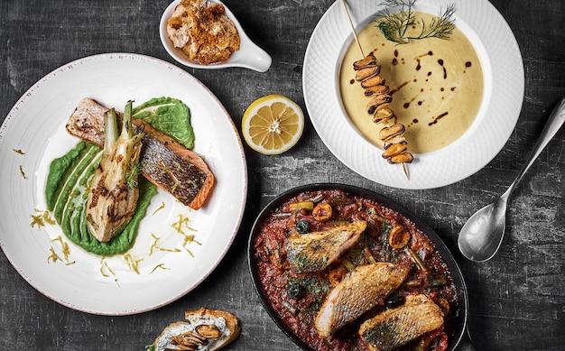 Prato de três pratos poleiro de pike, bife de salmão, poleiro cozido .. menu dietético. menu de peixe. frutos do mar.