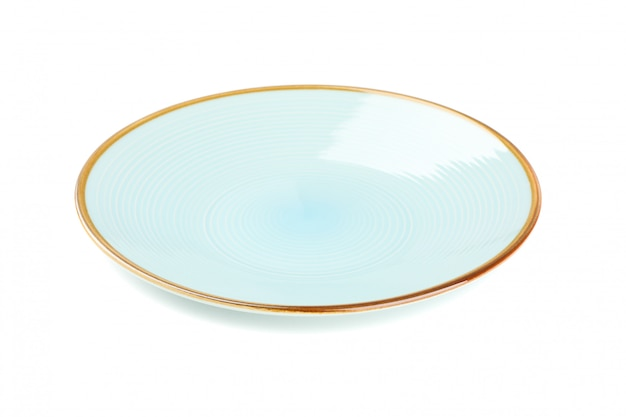 Prato limpo azul isolado no branco