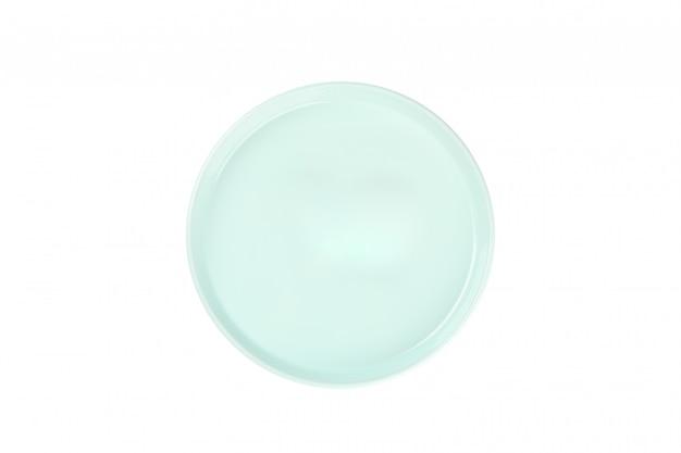 Prato limpo verde isolado no branco