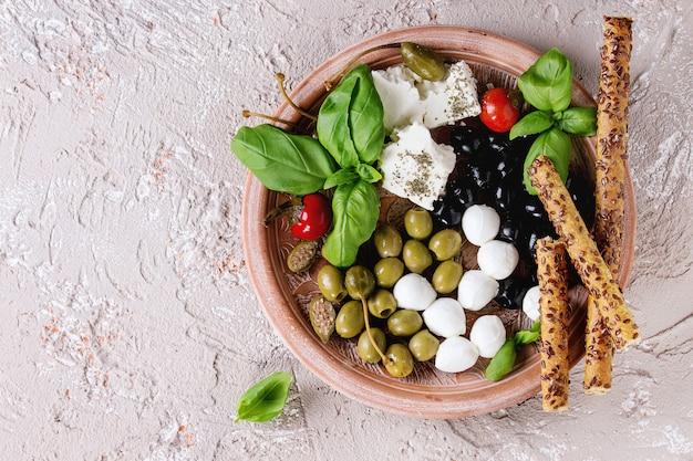 Prato mediterrâneo aperitivo
