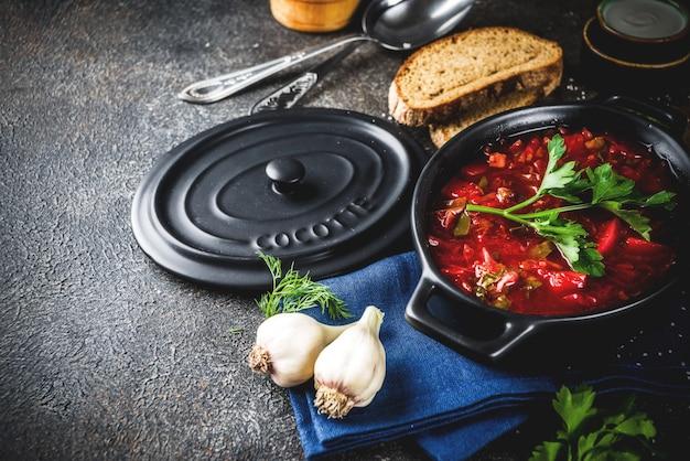 Prato quente tradicional ucraniano russo - sopa de beterraba