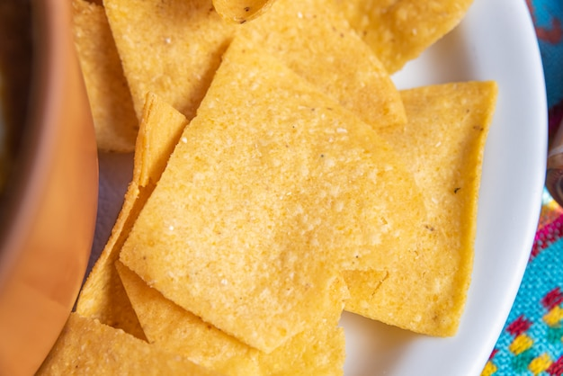 Prato tradicional mexicano de nachos