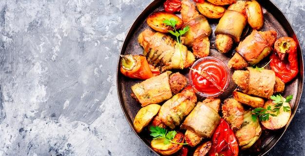 Prato turco de berinjela parmak-koft