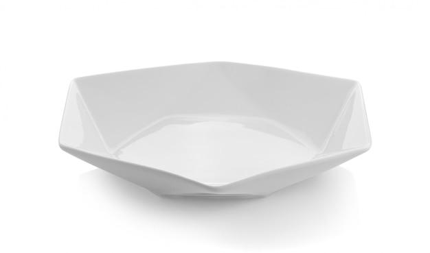 Prato vazio isolado no branco
