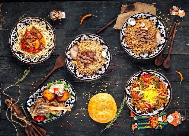 Pratos da cozinha asiática central plov lagman cordeiro