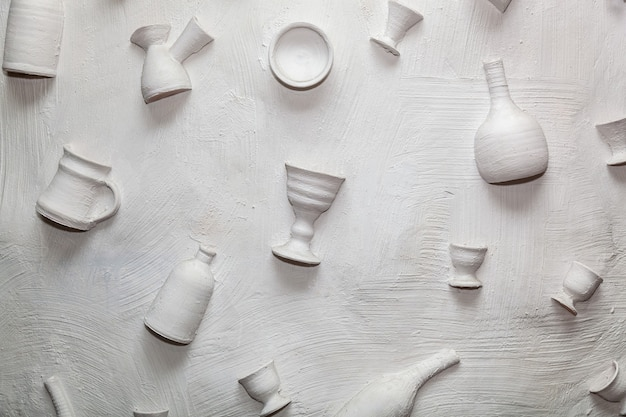 Pratos de cerâmica de fundo na parede soluções de design interessantes projetar paredes de restaurantes