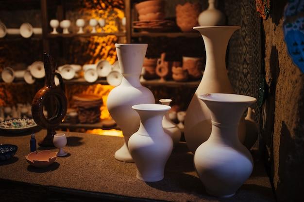 Pratos de cerâmica feitos por artesãos locais na capadócia