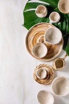 Pratos de cerâmica vazios