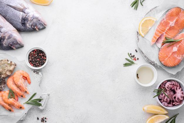 Pratos de deliciosos pratos de frutos do mar exóticos copiar espaço