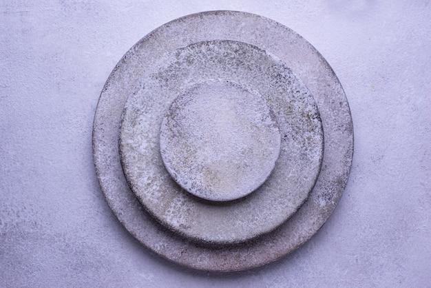Pratos e tigelas de concreto artesanais