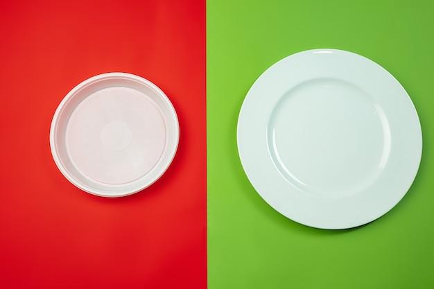 Pratos. vida ecológica - materiais orgânicos reciclados em comparação com polímeros e análogos de plásticos. estilo caseiro, produtos naturais para reciclar e não prejudiciais ao meio ambiente e à saúde.