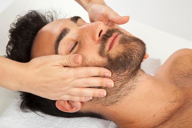 Prazer face durante a massagem