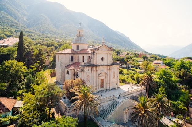 Prcanj montenegro a baía de kotor igreja da natividade de t