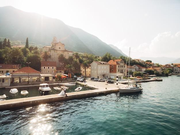 Prcanj montenegro a baía de kotor igreja da natividade