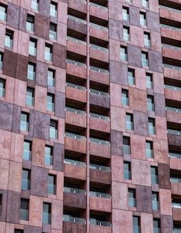 Prédio arquitetônico de apartamentos na cidade