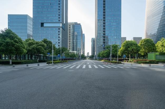 Prédio comercial de rodovias e centros financeiros Foto Premium