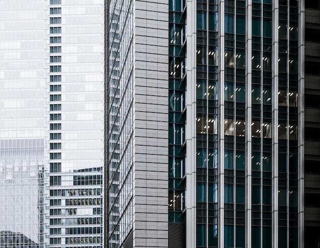 Prédios de escritórios de arquitetura moderna em close-up