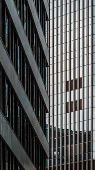 Prédios de escritórios modernos arranha-céus na cidade