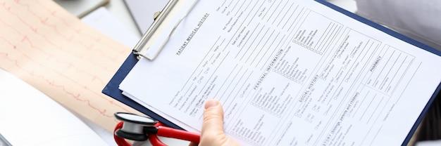 Preenchendo histórico médico do paciente e dados pessoais